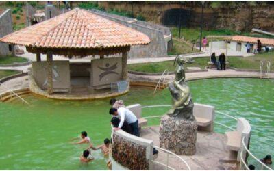 Aguas termales y piscina del barrio de San Cristóbal